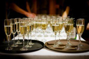 Combien de bouteilles de champagne pour 20 personnes?